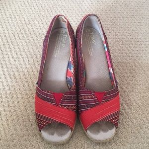 TOMS wedges size 8